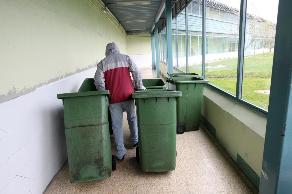 Muchos presos no solo realizan trabajos domésticos en la cárcel. Del que hacen para fuera apenas obtienen beneficios. Foto / Pablo Nosti.