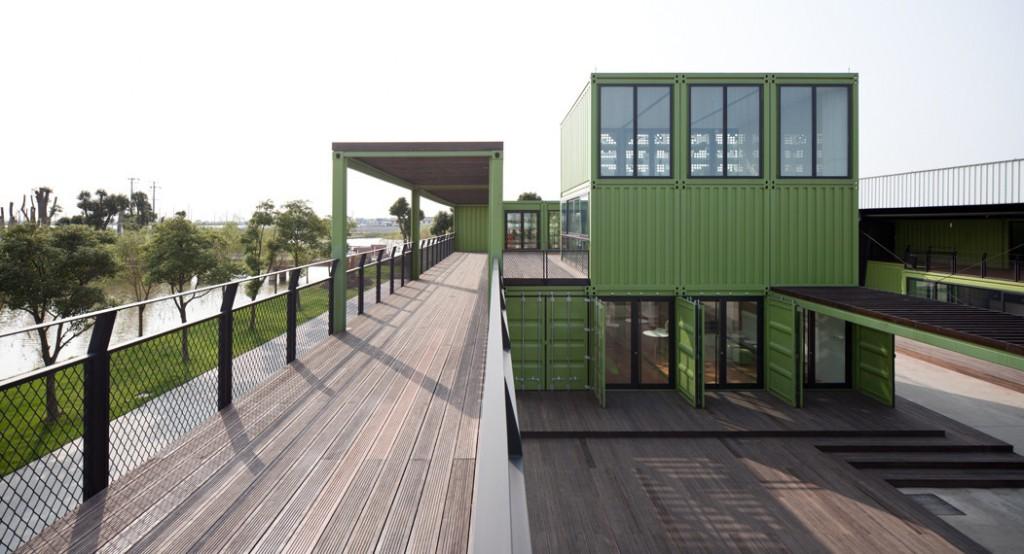 tonysfarm4 1024x554 Edificio sostenible hecho con 78 contenedores