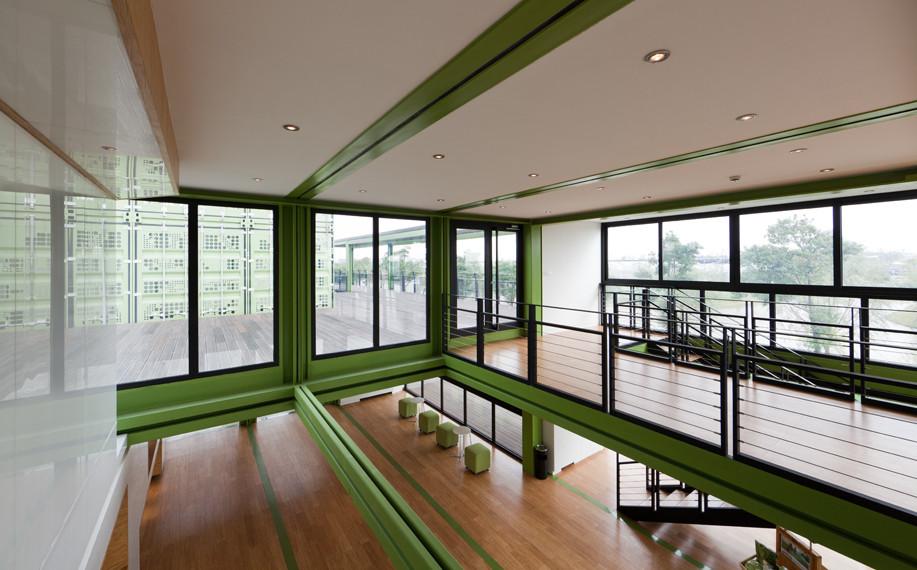 tonysfarm5 Edificio sostenible hecho con 78 contenedores