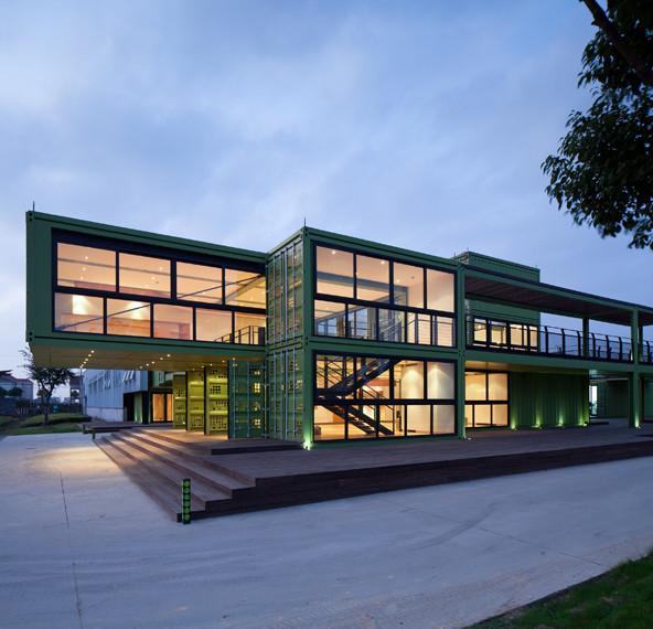 tonysfarm7 Edificio sostenible hecho con 78 contenedores
