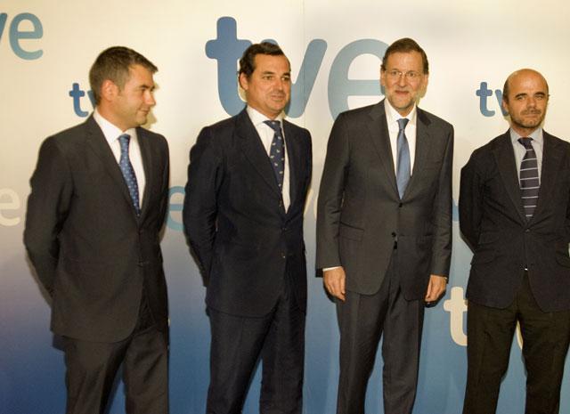 De izquierda a derecha, Julio Somoano, director de Informativos de TVE; Leopoldo González Echenique, presidente de RTVE; Mariano Rajoy, presidente del Gobierno e Ignacio Corrales (director de TVE) (Foto: RTVE)