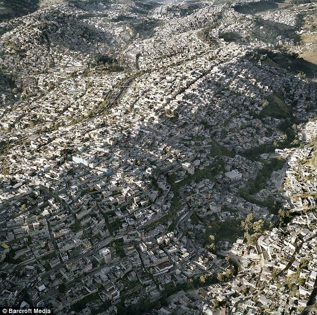 Viniendo de Waves: Suburbia extiende casi sin parar fuera de Ciudad de México y es la sede de 20 millones de personas