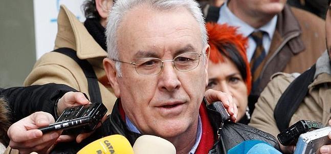 'Sería injusto cesar a Ángel González por un asunto de prevaricación que no es corrupción', dice Cayo Lara