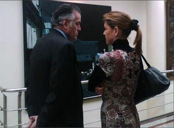 María Dolores de Cospedal y Luis Bárcenas conversan en los pasillos del Senado, en una foto de archivo.