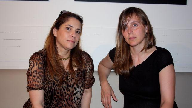 Yunia Romero y M. M. integrante de Yo Sí Sanidad Universal, en un encuentro en Madrid con eldiario.es (Foto: Olga Rodríguez)